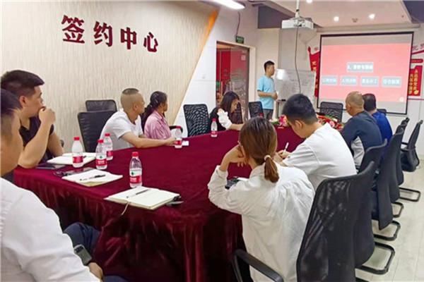 重庆鸡公煲总部加盟商培训学习进行中